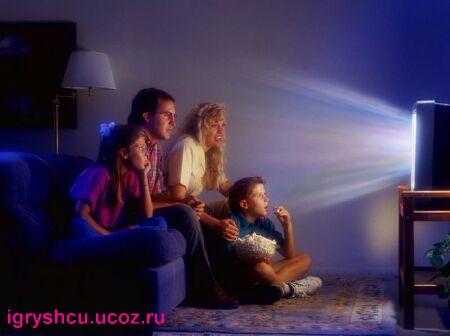 фото - смотреть телевизор в темноте